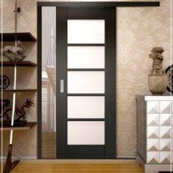 razdvijnye-dveri-garderobnaya-8
